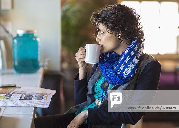 Frau Tasse Cafe mischen trinken Kaffee Mixed