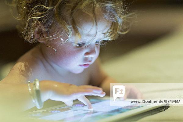 benutzen Europäer Tablet PC Baby