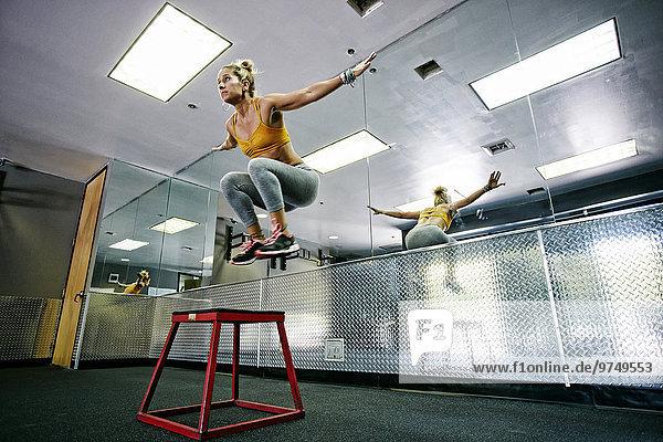 Fitness-Studio Europäer Frau üben trainieren work out