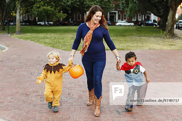 Zusammenhalt Sohn Kunststück Mutter - Mensch Halloween
