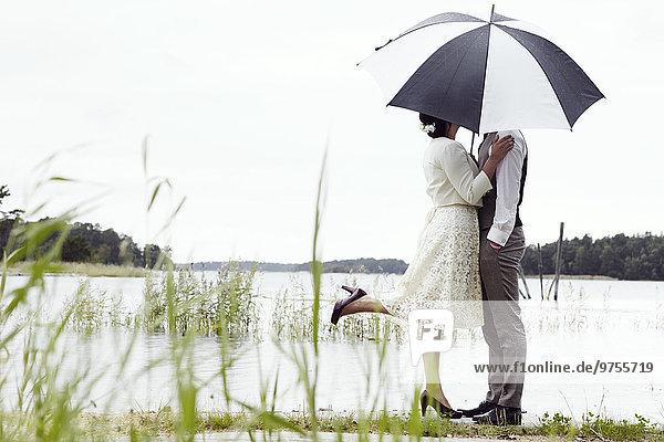 stehend Braut Bräutigam See