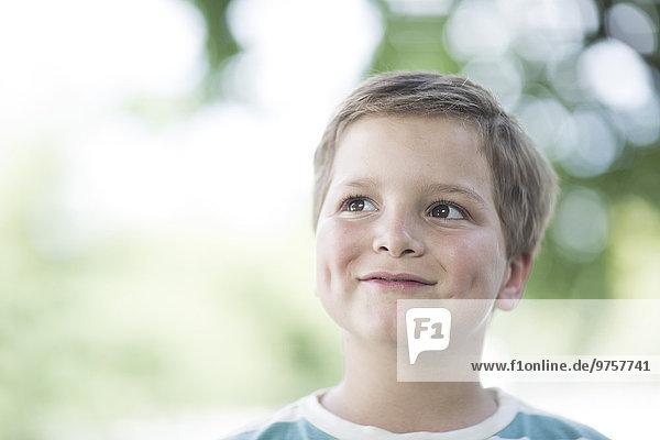 Porträt des lächelnden Jungen Porträt des lächelnden Jungen
