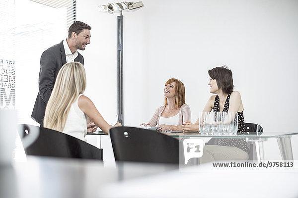 Geschäftstreffen im Konferenzraum