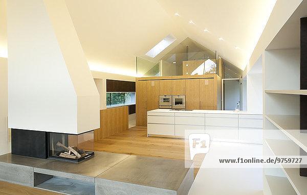 Wohneigentum  modernes Wohnzimmer und offene Küche
