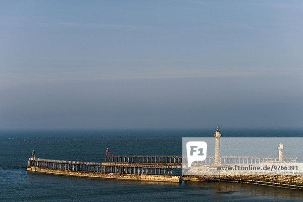 Pier in Whitby  England  Großbritannien