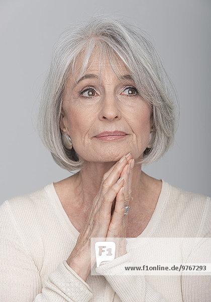 Ernste Seniorin  Portrait