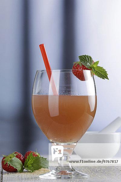 Alkoholfreier Cocktail mit Erdbeeren