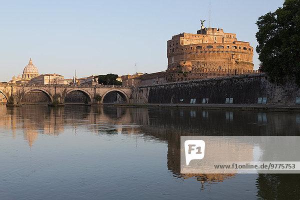 Kuppel Rom Hauptstadt Europa Brücke Fluss Tiber Latium Kuppelgewölbe Italien Petersdom