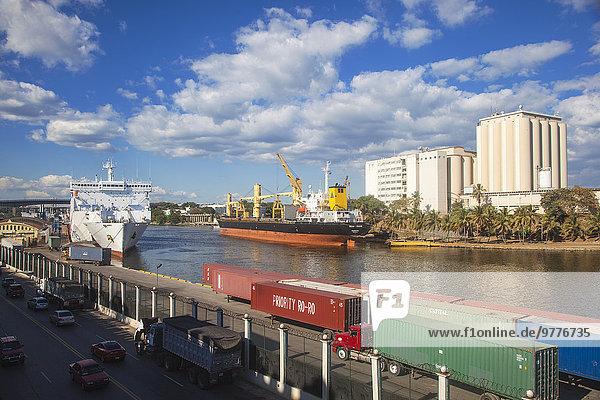 Santo Domingo Hauptstadt Schiff Karibik Westindische Inseln Mittelamerika Container Dominikanische Republik