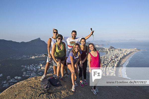 Berggipfel Gipfel Spitze Spitzen Bruder Großstadt Tourist 2 unterhalb Brasilien Ipanema Rio de Janeiro Südamerika