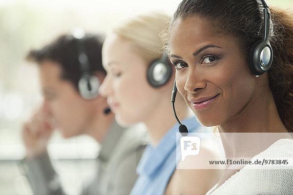 Telemarketer arbeitet im Call Center
