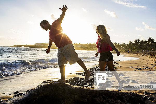 Felsbrocken Strand spielen