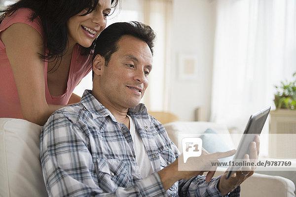 benutzen Couch Zimmer Tablet PC Wohnzimmer