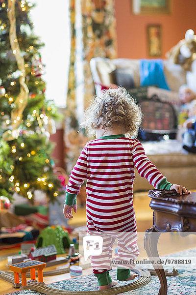 nahe Europäer Junge - Person Spielzeug Weihnachtsbaum Tannenbaum Baby spielen