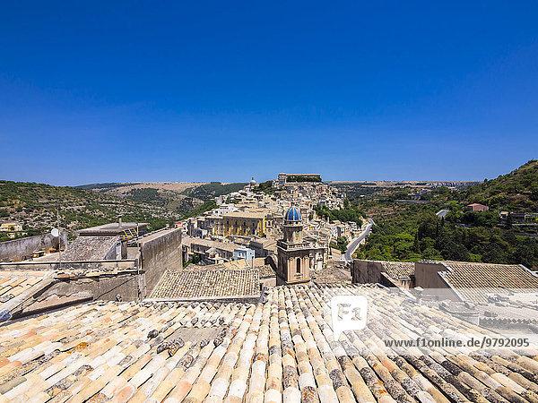 Stadtansicht  vorne die Kirche di Santa Maria dell'Itria  Ragusa Ibla  UNESCO-Weltkulturerbe  Val di Noto  Sizilien  Italien  Europa