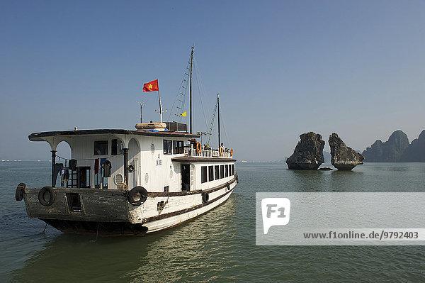 Ausflugsboot  Halong-Bucht  V?nh H? Long  Golf von Tonkin  Vietnam  Asien