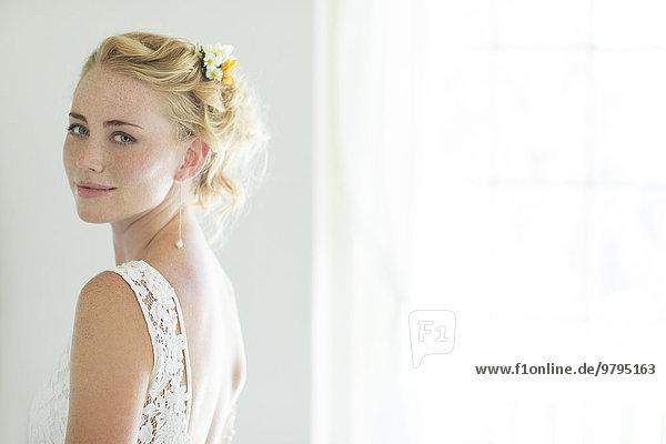 Porträt der Braut im Wohnzimmer