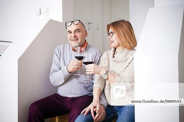 Senior Senioren Glas Rotwein trinken