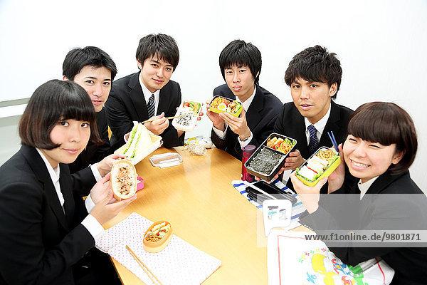 Zusammenhalt Mensch Menschen jung Business japanisch Mittagessen
