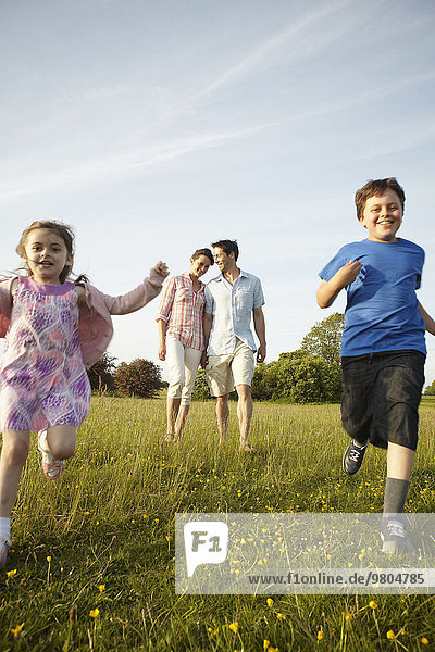 Außenaufnahme Sommer Menschliche Eltern 2 freie Natur