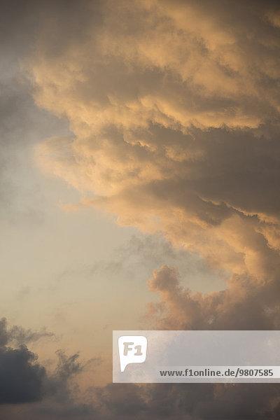 Dämmerung  dramatische Wolken  Italien  Europa