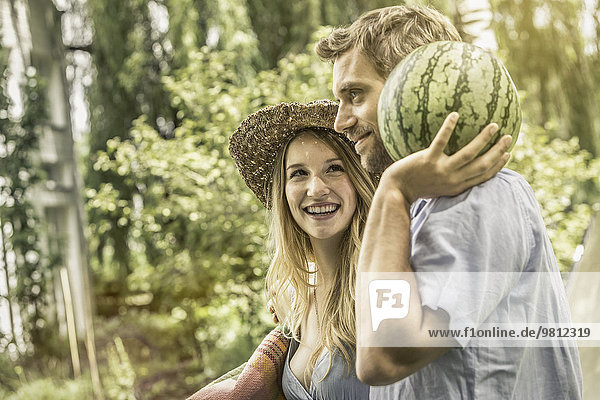 Paar mit Wassermelone