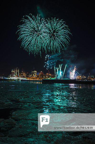 Feuerwerk beim Fire on Ice Festival  Montreal  Quebec  Kanada
