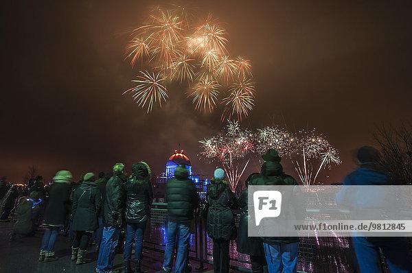 Rückansicht des Feuerwerks beim Fire on Ice Festival  Montreal  Quebec  Kanada