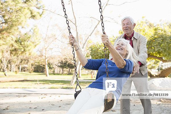 Mann und Frau beim Swingen  Hahn Park  Los Angeles  Kalifornien  USA
