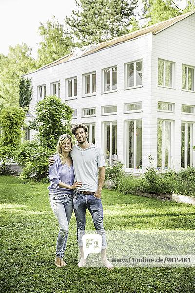 Porträt eines Paares im Garten