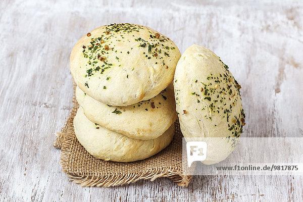 Hausgebackenes Pita-Brot mit Gewürzen