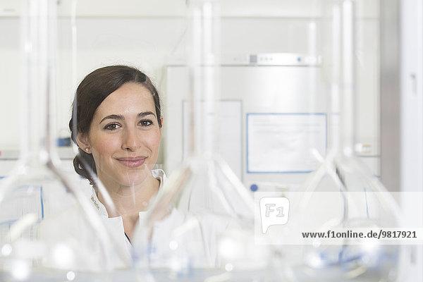 Nachwuchswissenschaftlerin im Labor  Porträt
