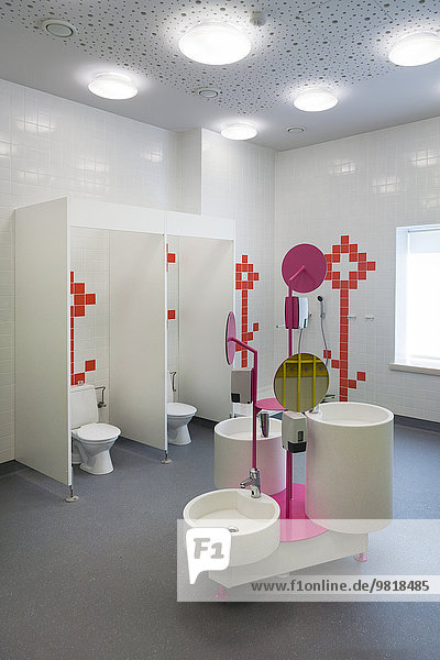 Estland  Sanitärbereich eines neu gebauten Kindergartens Estland, Sanitärbereich eines neu gebauten Kindergartens