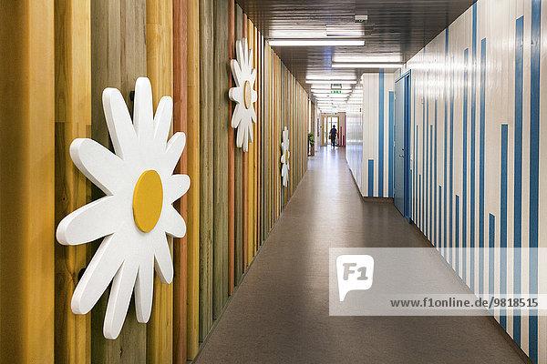 Estland  Korridor eines neu gebauten Kindergartens Estland, Korridor eines neu gebauten Kindergartens