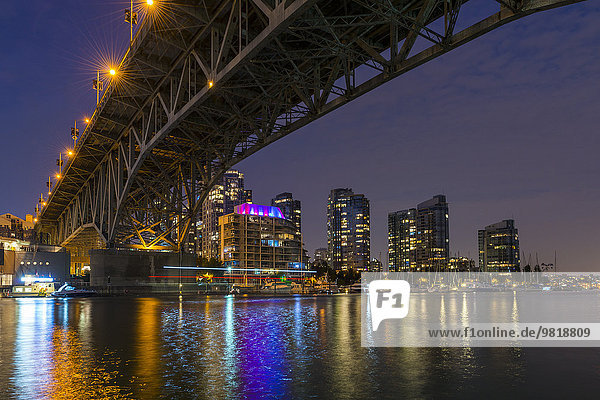 Kanada  British Columbia  Vancouver  Granville Street Bridge über den False Creek bei Nacht