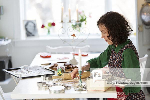Weihnachtsgebäck Frau Vorbereitung
