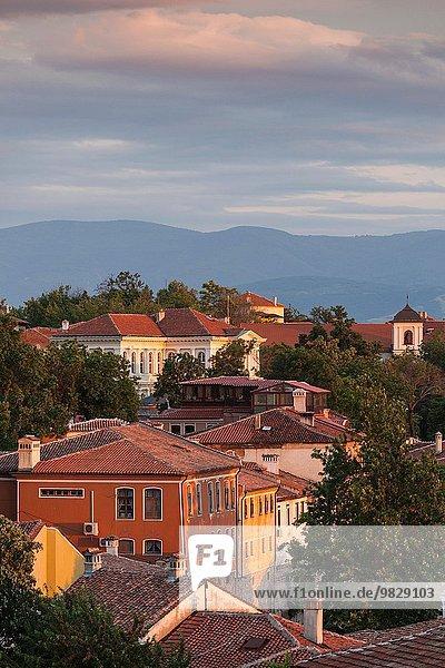 Hügel Großstadt Ansicht Erhöhte Ansicht Aufsicht heben Bulgarien Abenddämmerung Plovdiv