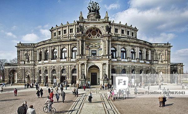 Semperoper am Theaterplatz  Dresden  Sachsen  Deutschland  Europa