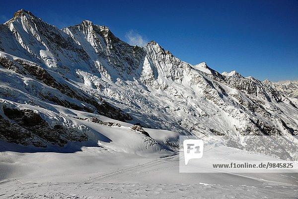 liegend liegen liegt liegendes liegender liegende daliegen Berg Silhouette Modell Ski links Bergmassiv Miniatur Saas Fee Schweiz