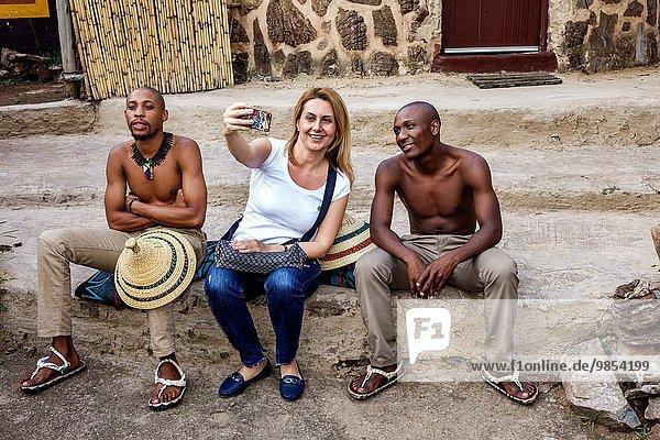 Südliches Afrika Südafrika Frau Mann Fotografie Tradition Kleidung schwarz Dorf Lodge Landhaus Kultur Ethnisches Erscheinungsbild Kleid Johannesburg Insignie Zulu
