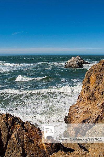 Vereinigte Staaten von Amerika USA Außenaufnahme Wohnhaus Steilküste Küste Restaurant Ansicht Kalifornien
