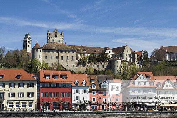 Schloss Meersburg mit Hafenviertel am Bodensee  Meersburg  Baden-Württemberg  Deutschland  Europa