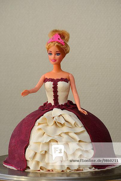 Ein Prinzessinnen-Kuchen  geformt mit einer Barbie-Puppe  von der Bäckerei Möllers  Ystad  Schweden  Europa