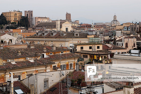 Ausblick über die Dächer vom Dach des Hotels Colonna Palace  Rom  Italien  Europa