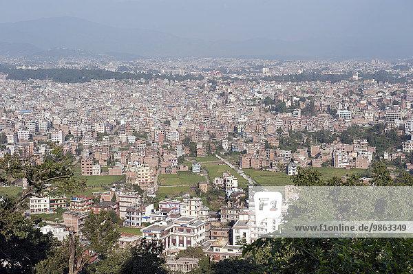 Ausblick auf das Häusermeer der Großstadt  Kathmandu  Kathmandutal  Nepal  Asien