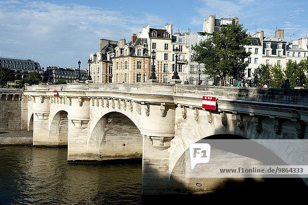 Paris Hauptstadt Frankreich Europa über Brücke Fluss Seine