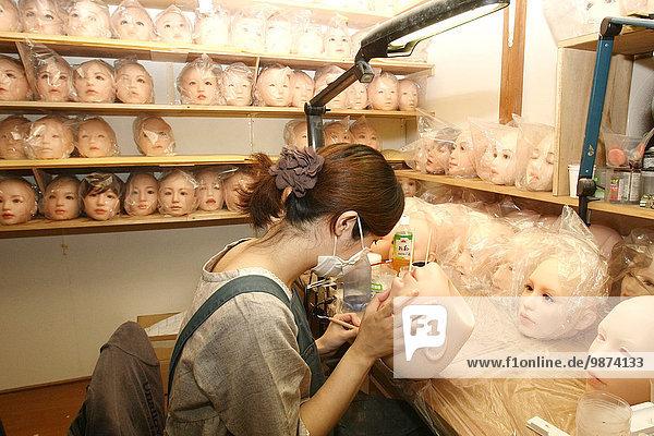 hoch oben Lifestyle Liebe Industrie Produktion Tokyo Hauptstadt verkaufen Puppe Führung Anleitung führen führt führend mögen Euro 1000 Business Japan Markt Geschlechtsverkehr Jahr