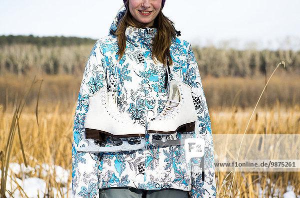 Rollschuh Europäer Frau tragen Eis Feld