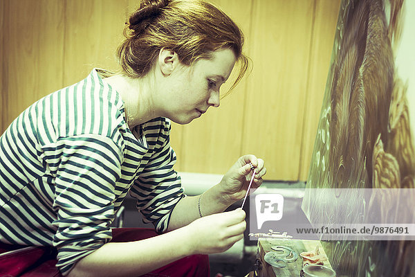 arbeiten streichen streicht streichend anstreichen anstreichend Studioaufnahme Künstler