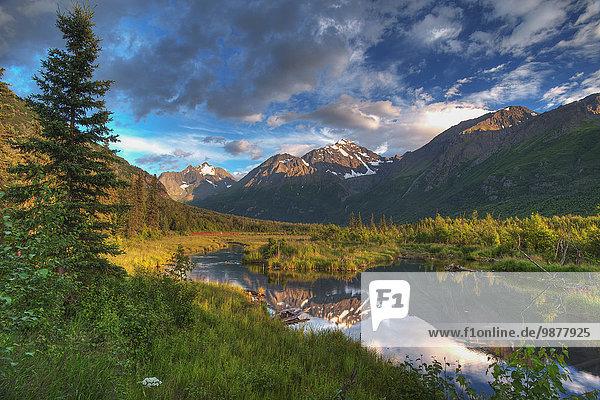 Landschaftlich schön landschaftlich reizvoll Berg Sonnenuntergang Tal Fluss Ansicht Adler